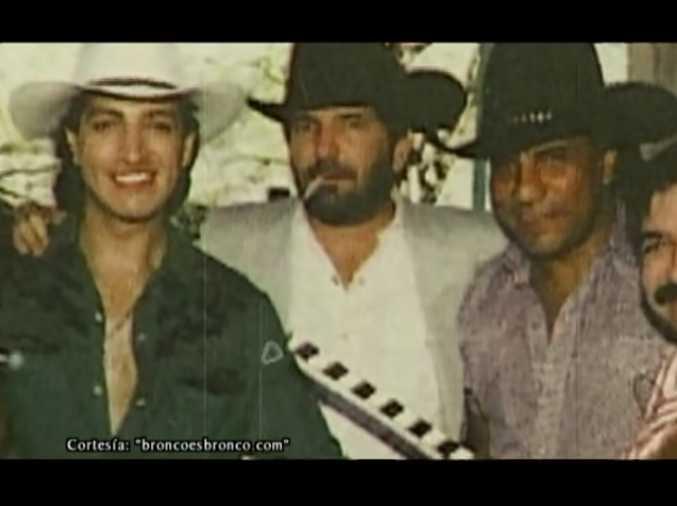 Oscar Flores (centro)