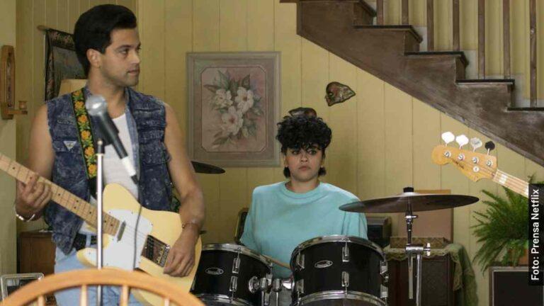 Quién es Roger García en Selena, serie de Netflix, y en la vida real